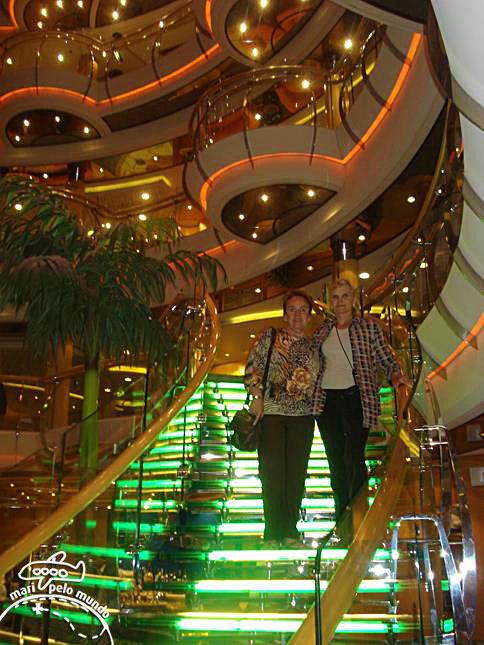 Interior do navio com uma amiga