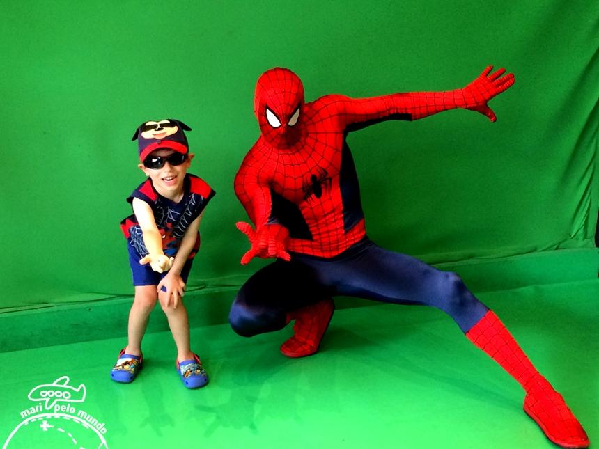 Foto com personagem - Homem aranha