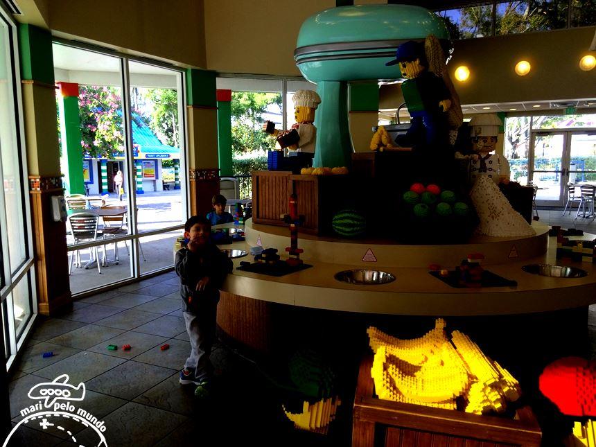 Interior do Market Restaurante com a mesa para brincar
