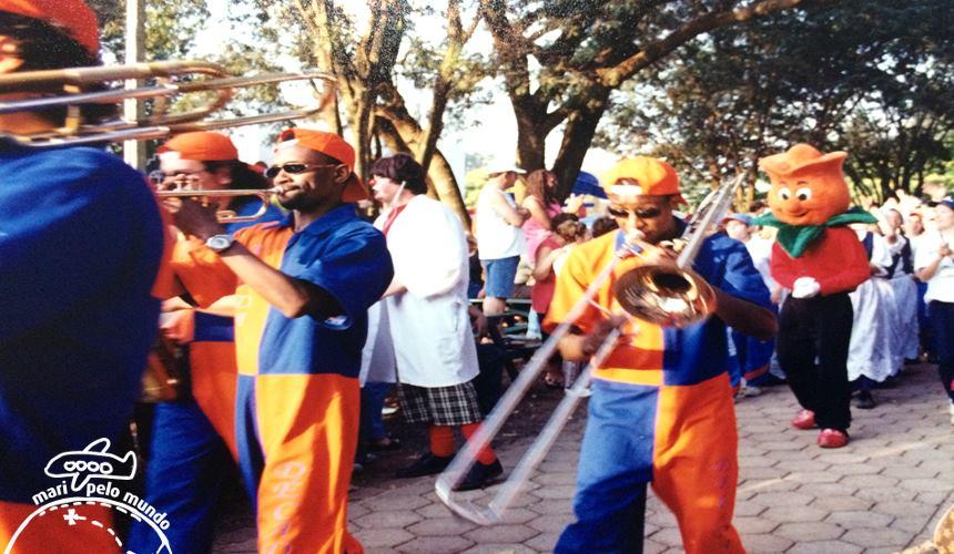 Desfile em homenagem a chegada da primavera