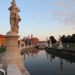 A maior praça da Itália fica em Pádova: Piazza Prato della Valle