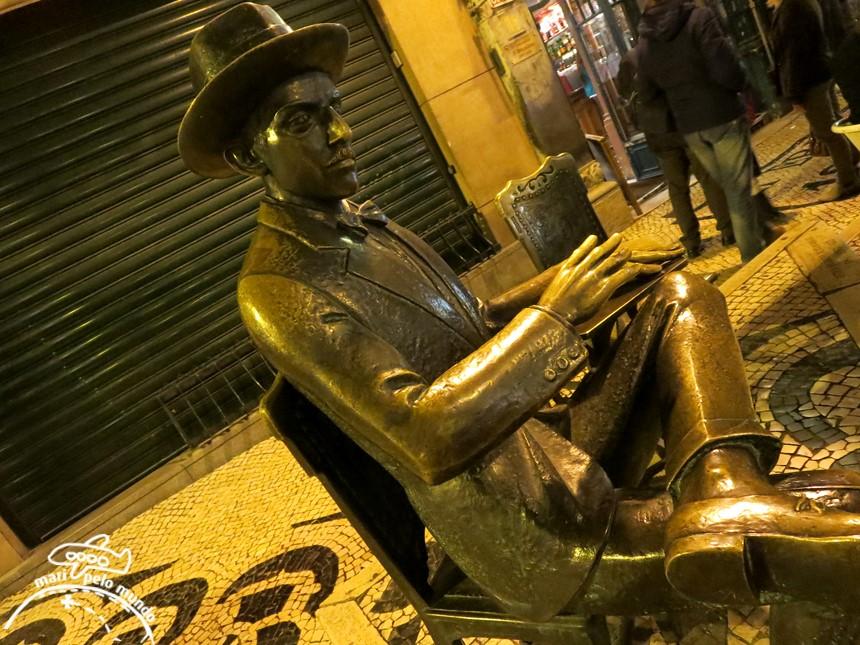 Estatua do Fernando Pessoa