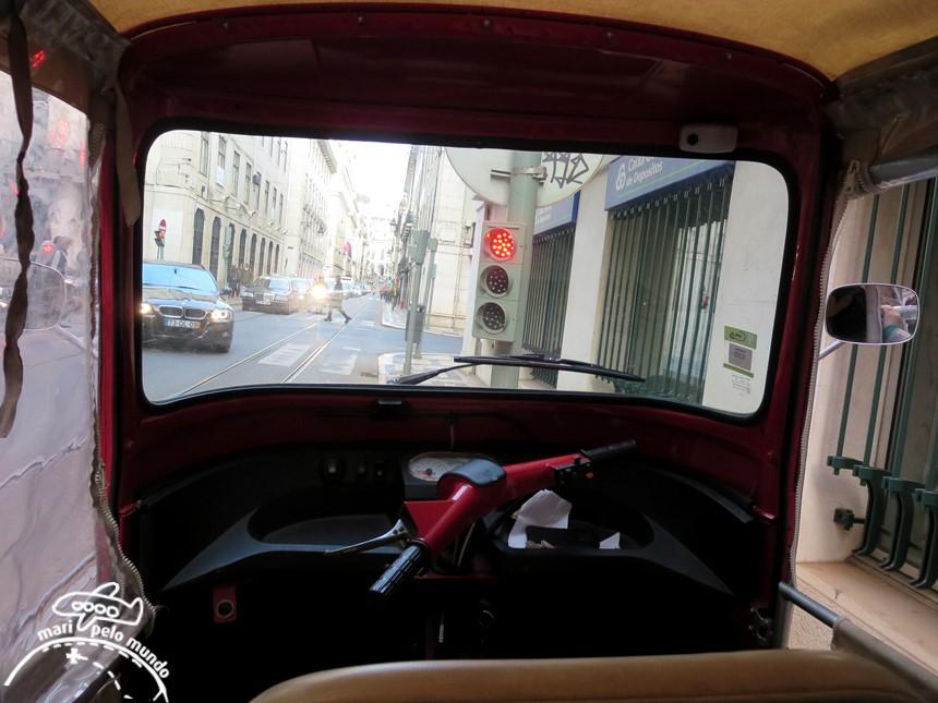Dentro do Tuk tuk em Lisboa