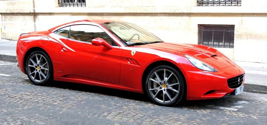 Ferrari nas ruas da Italia