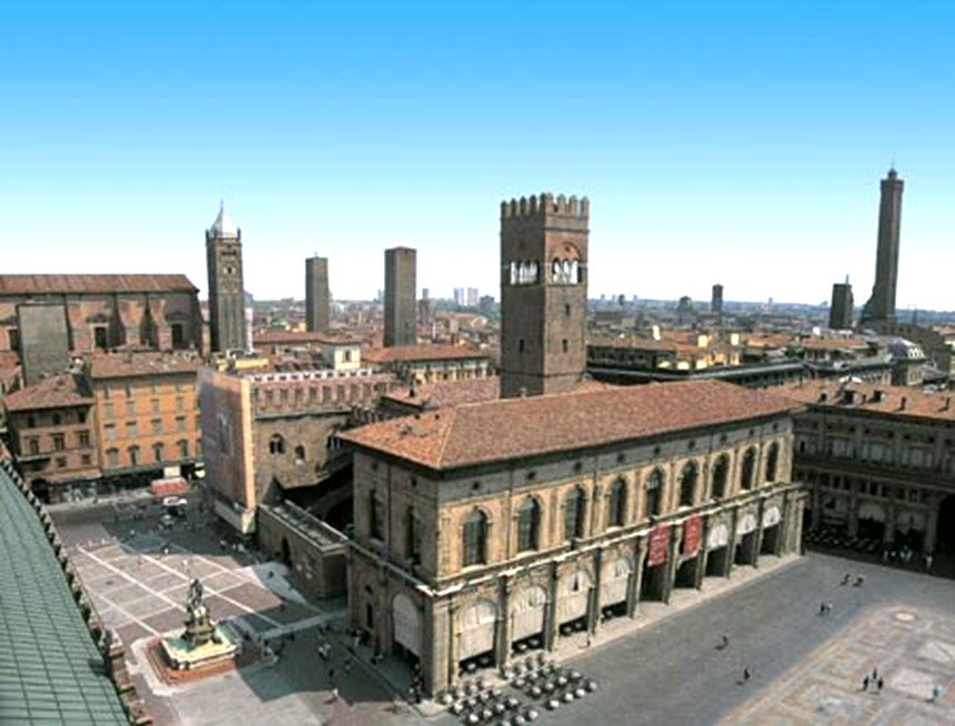 Piazza Maggiore e Palazzo del Podesta