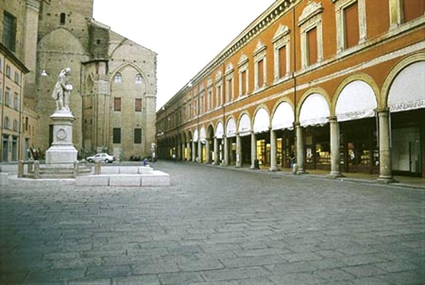 Bologna - Piazza Galvani e Archiginnasio
