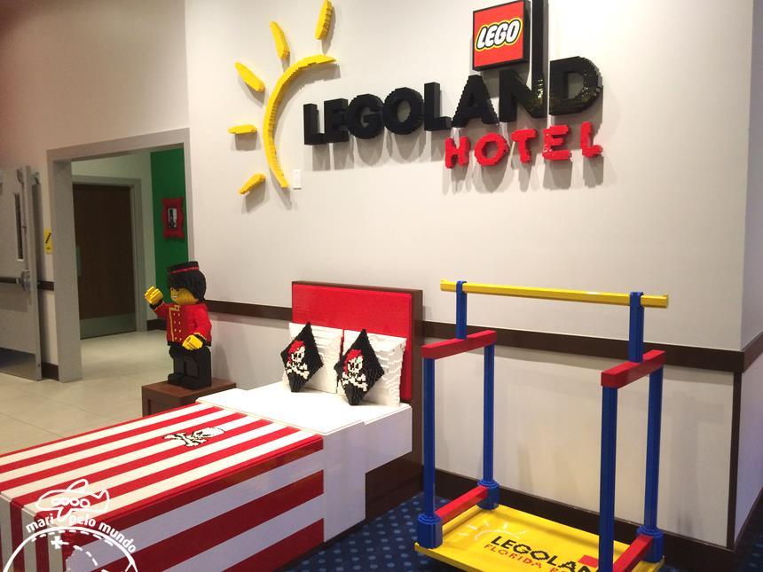 Modelos de Lego por todo o hotel