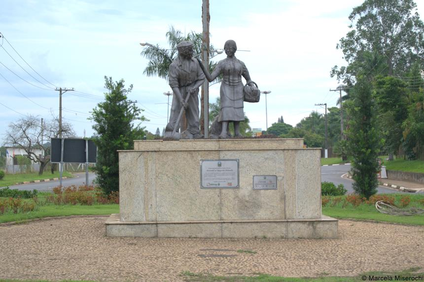 estatua pioneiros
