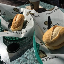 Pão francês na chapa na cidade da Disney