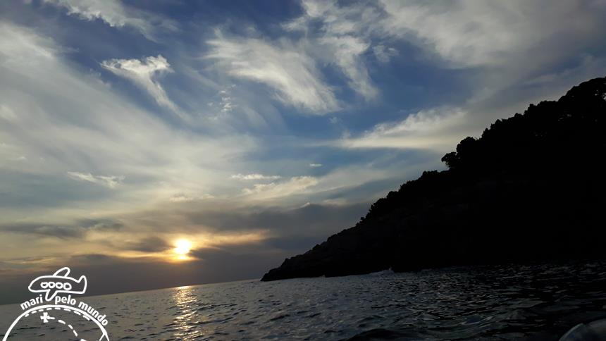 Passeio de barco durante o Por do Sol