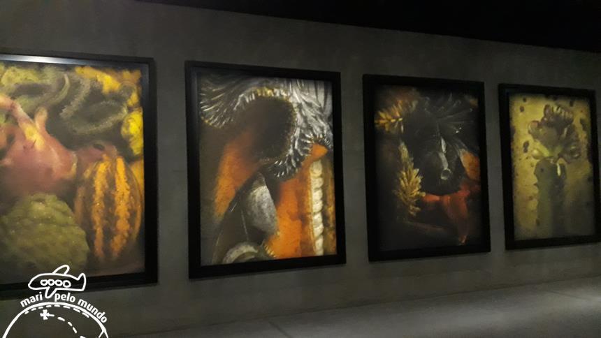 Exposição de quadros no Armani Silos