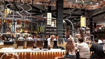 Balcão de café: Starbucks reserve em Milão