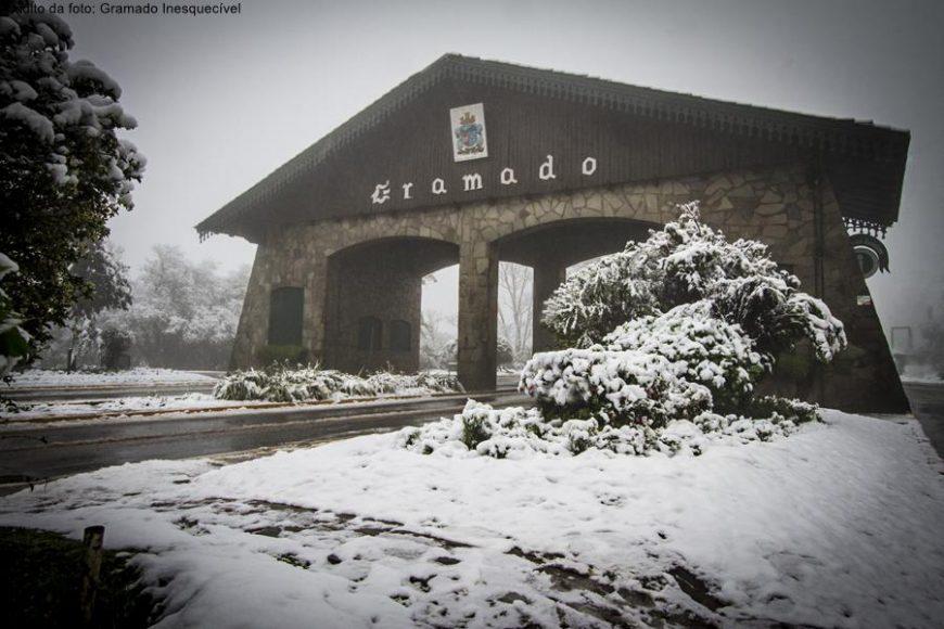Portal de Gramado com neve