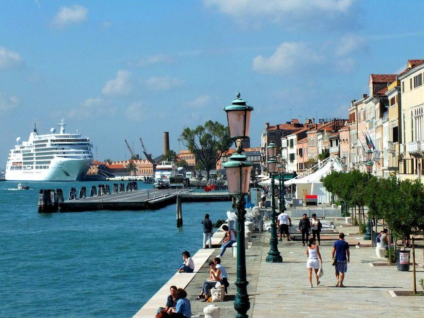 cruzeiro atracado em Veneza